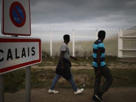 Migrant crisis: French President Hollande confirms Calais 'Jungle' camp to close