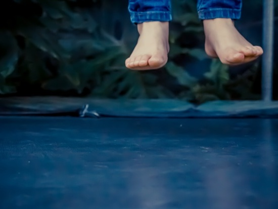 1 in 6 kids injured as Australian parents ignore trampoline safety rules