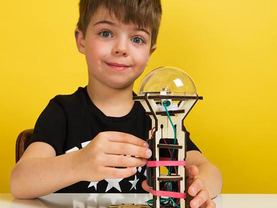 Koa Koa inventor boxes – kits to teach kids about science