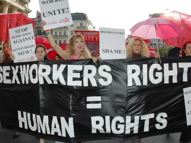 Amnesty clarifie: décriminaliser la prostitution, pas le proxénétisme