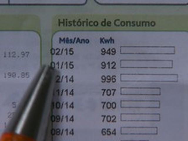 Mais brasileiros estão deixando de pagar a conta de luz, mostra pesquisa
