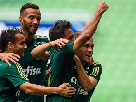 O Palmeiras de 2015 empolga. 3 a 1 contra o Audax foi até pouco. E sem Valdivia, Dudu, Arouca e Alan Patrick. O sofrimento do palmeirense ficou em 2014…