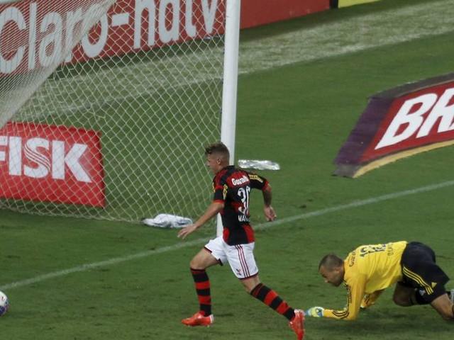 Flamengo goleia Fluminense com um a mais e e complica rival