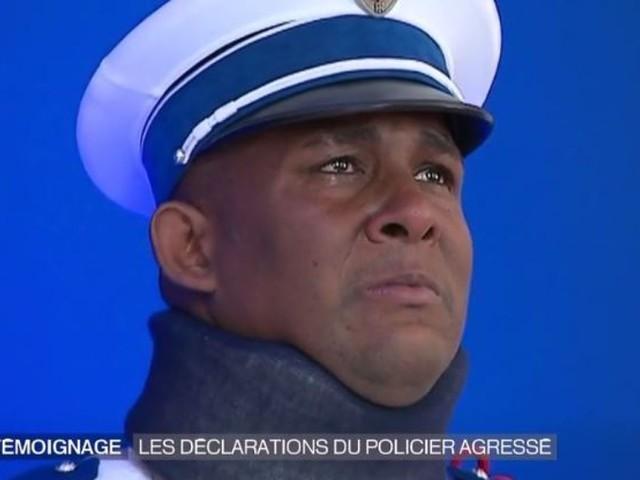 """VIDÉO. Le """"policier héros"""" de la voiture brûlée ému au larmes en recevant une médaille de la sécurité intérieure"""