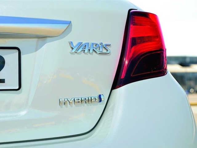 Toyota accélère sur le terrain de la voiture hybride