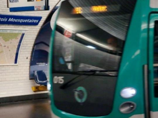 Transports: Pécresse annonce la disparition du ticket de métro