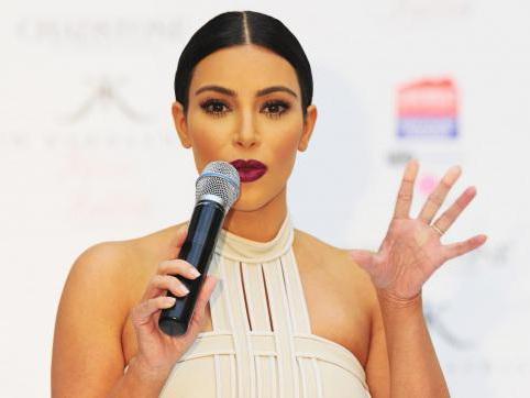 Kim Kardashian répond aux rumeurs de fausse grossesse sur Twitter