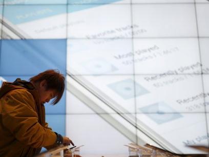 Samsung et Axel Springer lancent leur fil d'infos pour mobiles, en réponse à Apple