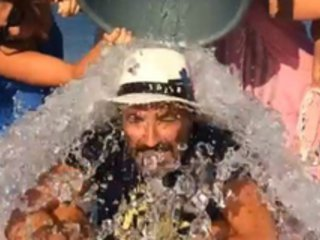 VIDÉOS. Ice Bucket Challenge: Avec Nikos et les sportifs, les stars françaises s'y mettent