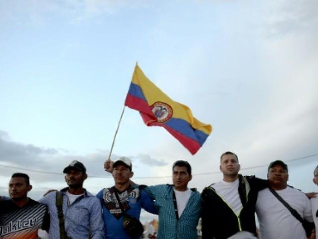 Colombie: les guérilleros des Farc célèbrent la paix depuis leur campement