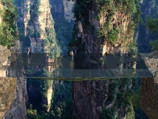 चीन का हैरतअंगेज कारनामा, \'अवतार\' माउंटेन पर बना रहा खतरनाक ब्रिज