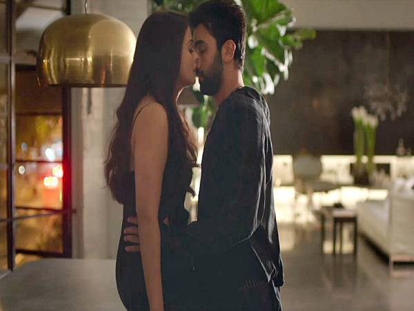 ADHM: Ash-Ranbir's hot chemistry in new dialogue promo