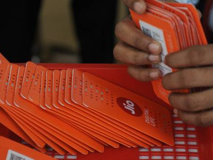 Jio hits out at Airtel, says 10 crore calls failing a day