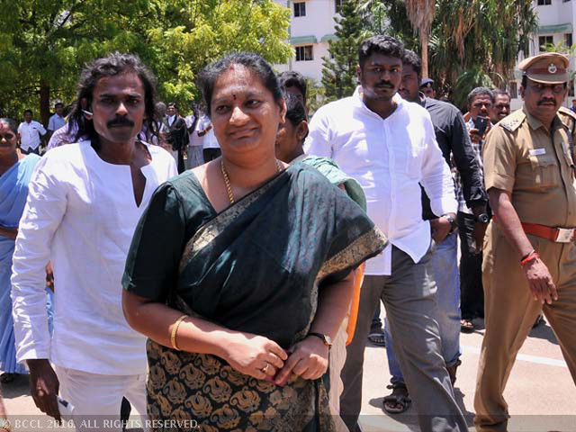 After Jayalalithaa's death, BFF Sasikalaa likely to hold the big card