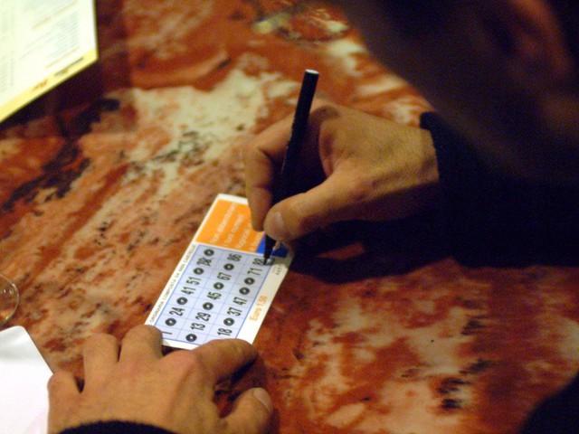 Abbandonavano figli per andare al bingo: arrestati a Milano
