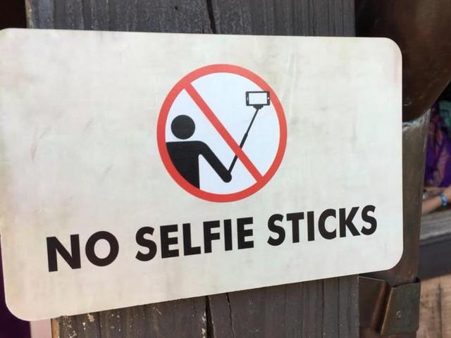 Bastoni per i selfie vietati