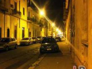 Violenta rapina in casa di una prostituta, tradito da foto su Facebook
