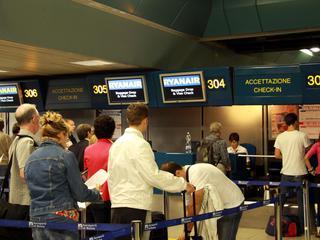 Scioperano i controllori: disagi negli aeroporti