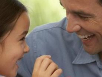 Festa del Papà: frasi di auguri, pensieri, siti per messaggi Whatsapp e Facebook