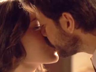 Anticipazioni Il Segreto, trame puntate settimana dal 25 al 31 luglio 2016: Lucas e Aurora si baciano, Mariana incinta