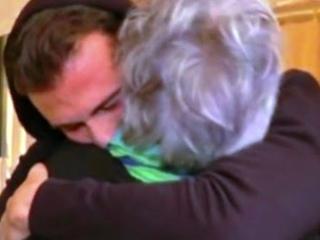 Uomini e Donne gay, la mamma di Francesco Zecchini commuove tutti nell'esterna con Claudio