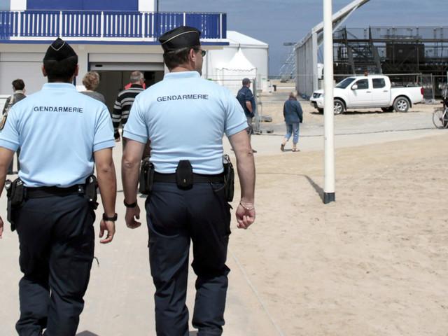 Francia, sulle spiagge poliziotti armati contro il terrorismo