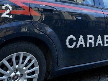 Salerno, facevano prostituire bimba di 13 anni: arrestati la madre e un 62enne