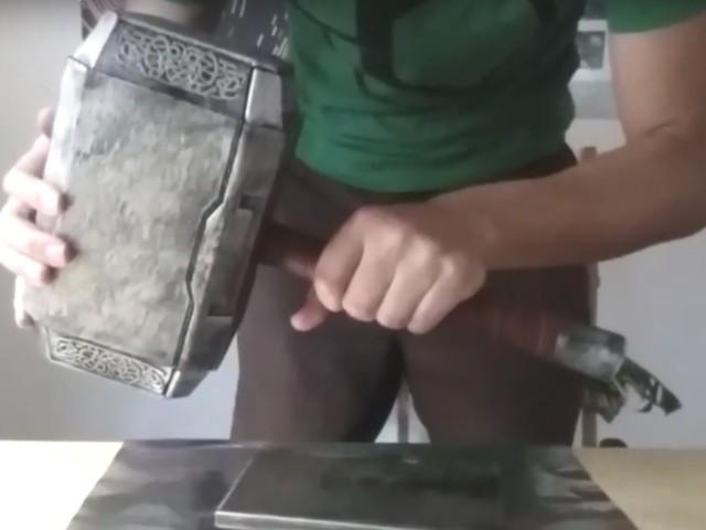 Martello di Thor creato da un ingegnere, solo lui è degno di sollevarlo