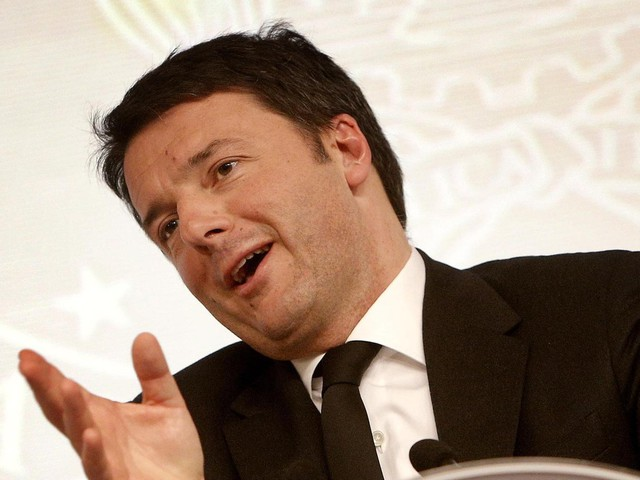 """Matteo Renzi, Italicum: """"Sprint finale, sulla fiducia vedremo. Le critiche della minoranza Pd mi ricordano Cara ti amo"""""""