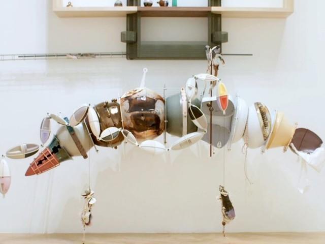 "Turner Prize, vince la 31enne Helen Marten. L'artista ""altruista"" si impone su Michael Dean, Anthea Hamilton e Josephine Pryde"