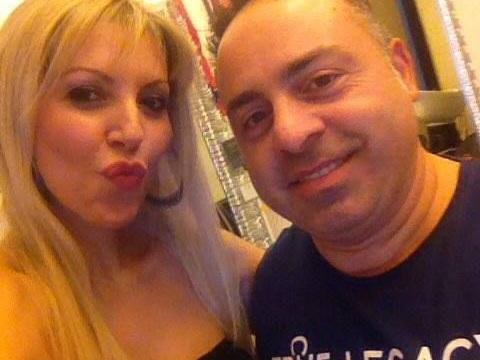 Marilù De Nicola incontra Vincenzo Fatteruso nel suo salone a Napoli