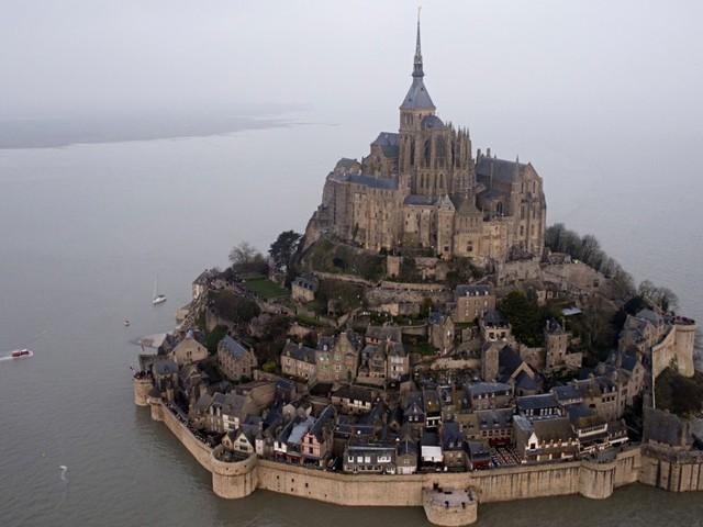 La magia della marea del secolo a Mont Saint-Michel [video]
