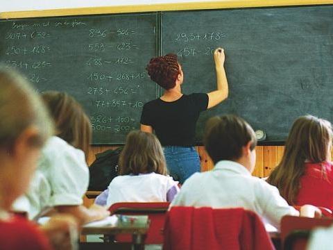 Assunzioni scuola: rinviati al 2016 gli effetti della riforma per le supplenze