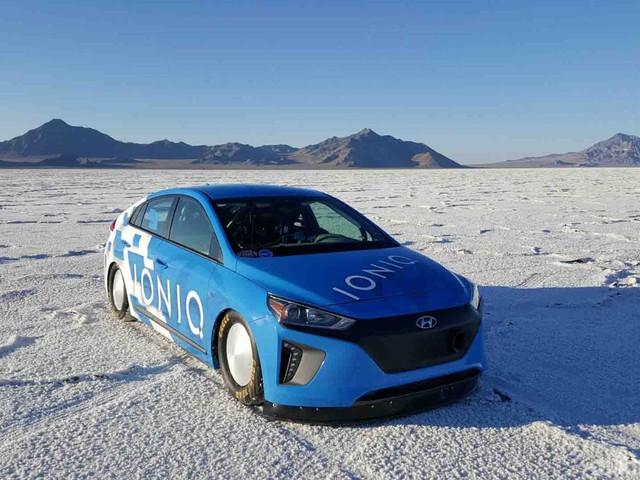 Hyundai Ioniq - Record di velocità per ibride a Bonneville