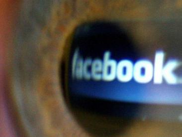 Facebook, insultare in bacheca è diffamazione aggravata. Lo ha deciso la Cassazione