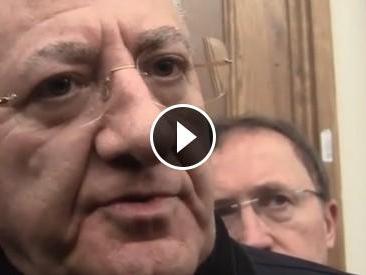"""Terra dei fuochi, De Luca attacca la stampa: """"Cibo sano, vendete fumo per qualche copia in più"""""""