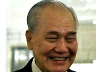 Anand Panyarachun (1932, statista e primo ministro, thai)