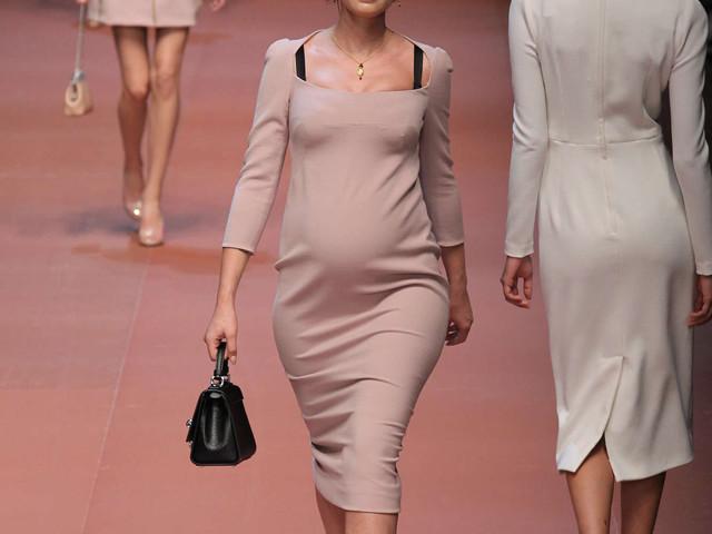 L'amore secondo Dolce & Gabbana: la Balti sfila al 6° mese di gravidanza