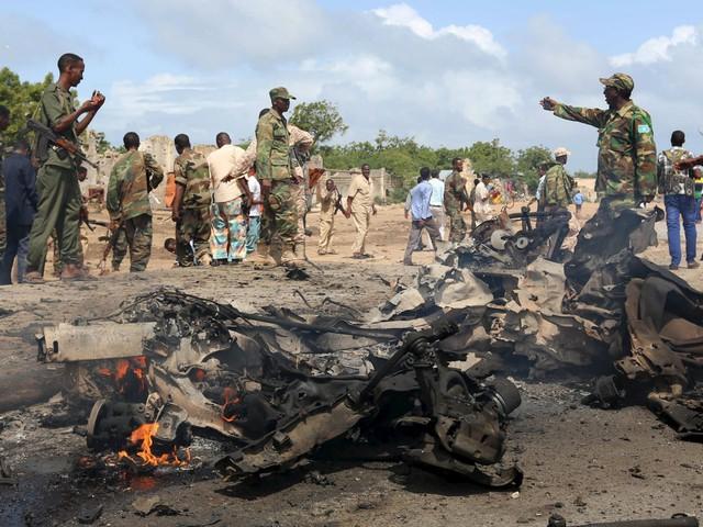Somalia, attacco al-Shabaab a base Unione africana: almeno 30 morti. Isis colpisce moschea sciita in Kuwait: 23 vittime