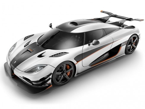 Koenigsegg One:1 punta al record al Nurburgring