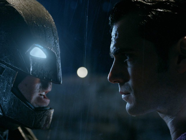 Batman v Superman, il nuovo trailer italiano del film DC Comics con Ben Affleck: trama e data di uscita