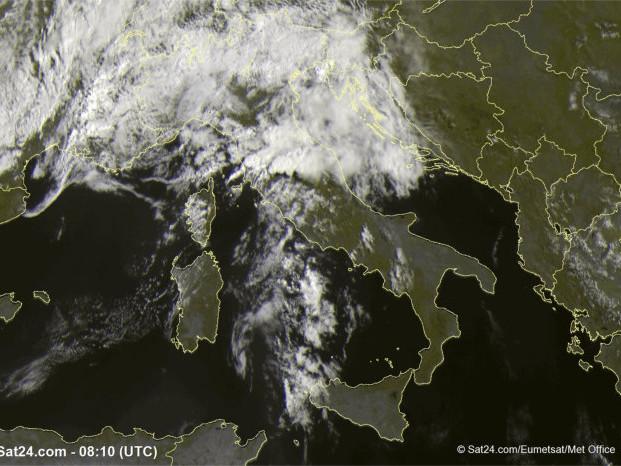 Maltempo in mezza Italia, ma nell'altra mezza c'è il sole
