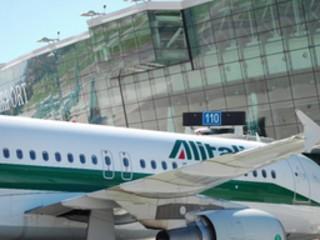 Alitalia, addio a Caselle: cancellati voli per il Sud