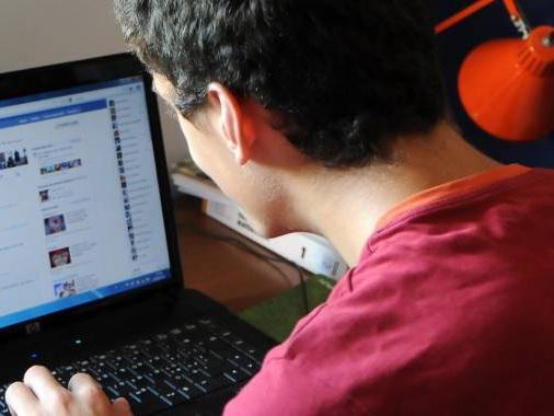 Crea un falso profilo Facebook spacciandosi per una donna: marocchino nei guai