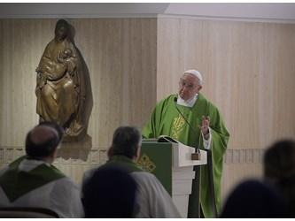 """Papa: per seguire Gesù bisogna muoversi, non avere l'anima """"seduta"""""""