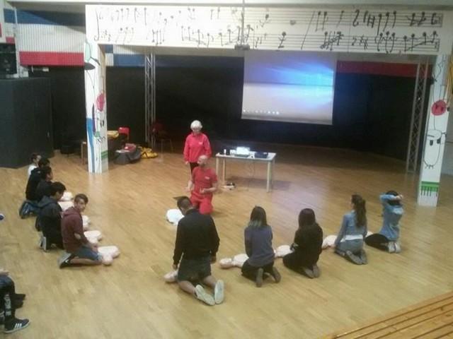 A scuola di Primo Soccorso…Il Comitato di Pomezia di Croce Rossa Italiana, continua la formazione nelle scuole di Pomezia