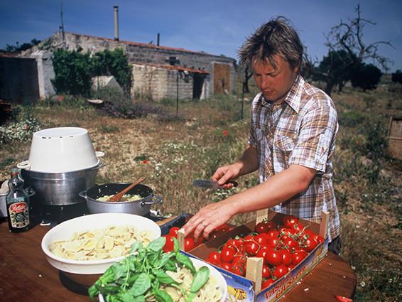 Terremoto, Jamie Oliver e 700 chef cucineranno l'amatriciana per raccogliere fondi