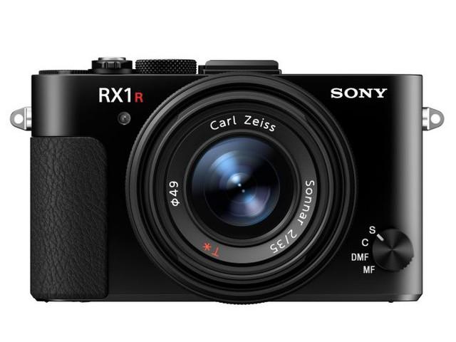 Sony annuncia la fotocamera RX1R II con sensore full frame da 42MP (video)