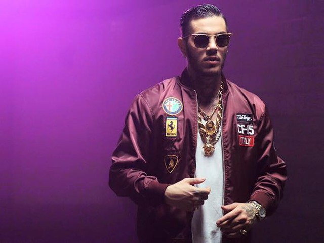 Non era vero di Emis Killa, testo con significato e video del nuovo singolo: il rapper canta sogni e disincanto