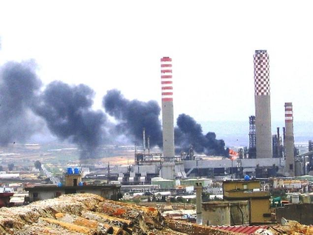 Petrolchimico, Poste, Fiat, call center Ventimila posti di lavoro a rischio
